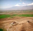 Монастырь Хор Вирап на фоне библейской горы Арарат.