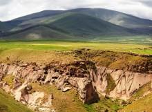 Древние пещерные поселения в столице средневековой Армении Ани