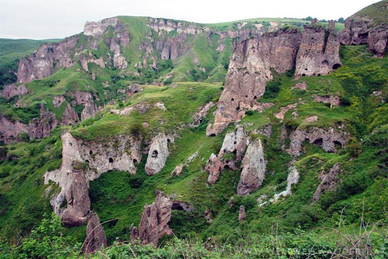 Древние пещерные поселения Хндзореска