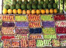 Лавочка сезонных фруктов.